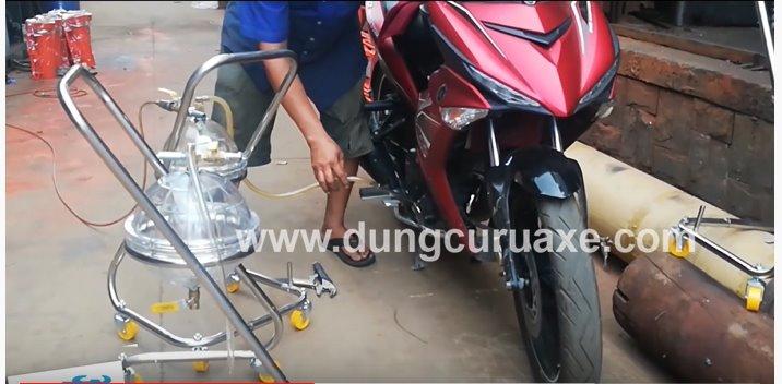 https://dungcuruaxe.com/wp-content/uploads/2019/12/huong-dan-hut-nhot-xe-may.