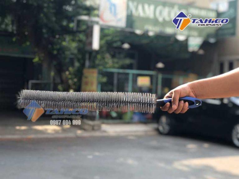 choi-da-nang-loai-dai-co-rua-khoang-may-lazang-1