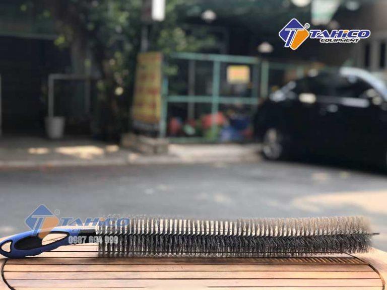 choi-da-nang-loai-dai-co-rua-khoang-may-lazang-4-768x576